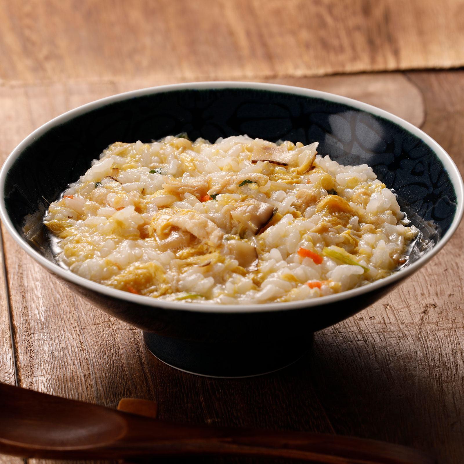 ふわふわの天美卵に、旨味が染み出す庭先鶏、そして国産野菜をたっぷりと味わえる鶏ぞうすい
