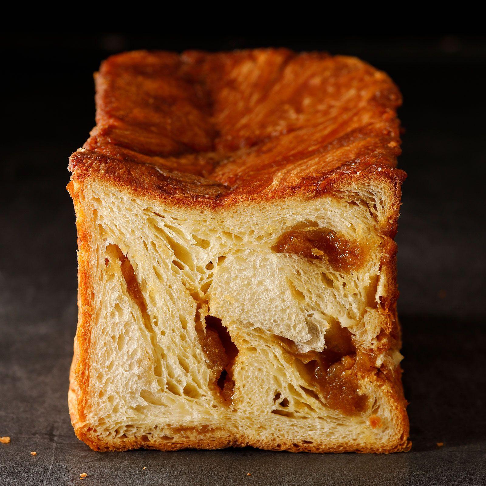 メープルシュガーをたっぷりと巻き込んだ上品な甘さと風味が広がるメープルデニッシュ