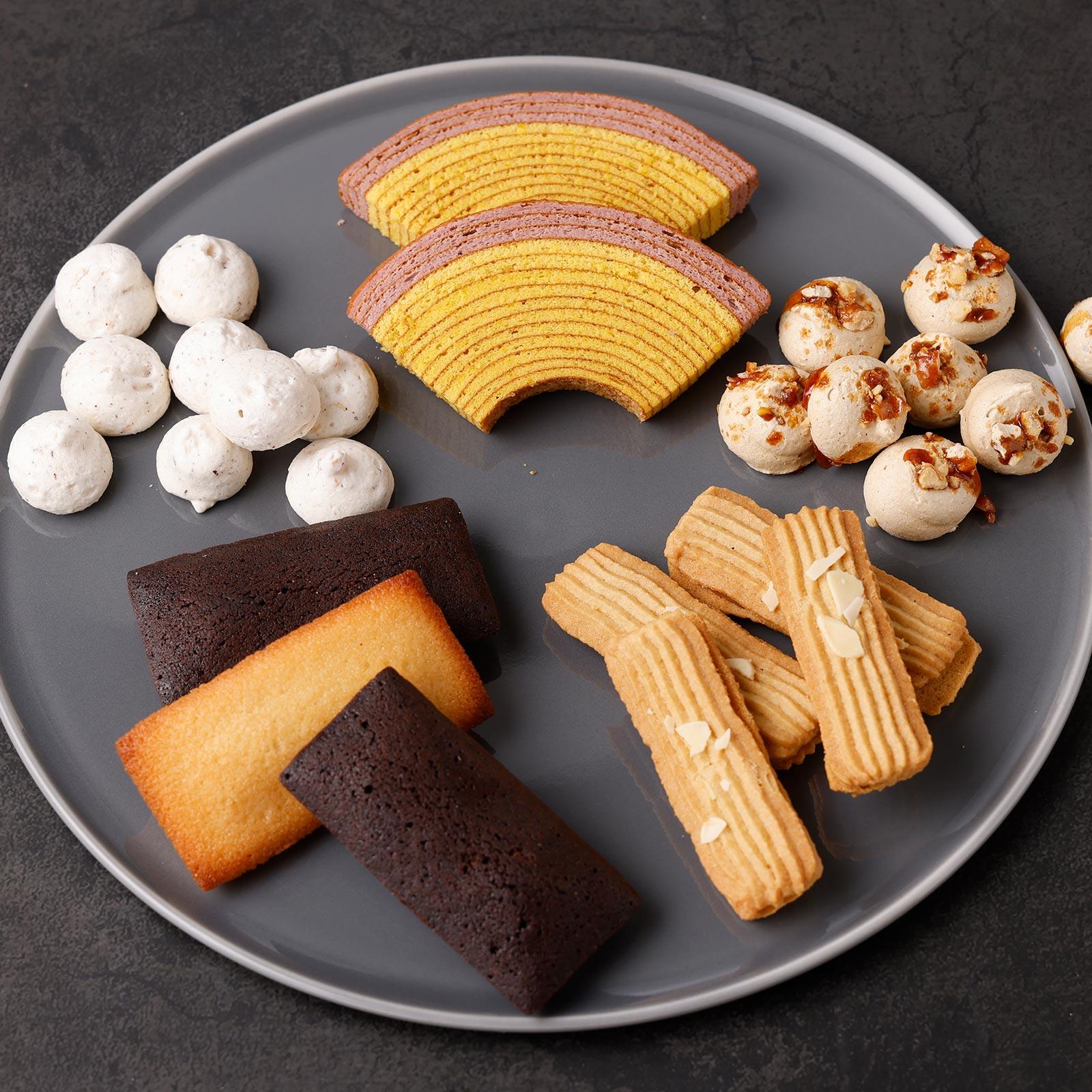 秋限定バウムクーヘンにメレンゲクッキーやプラリネサンドクッキー、焦がしバターが香るフィナンシェを詰め合わせ