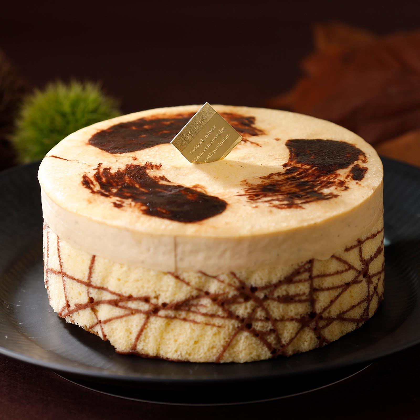 和栗のババロアにショコラムースやプラリネクランチなどを重ねた、秋限定の濃厚ケーキ