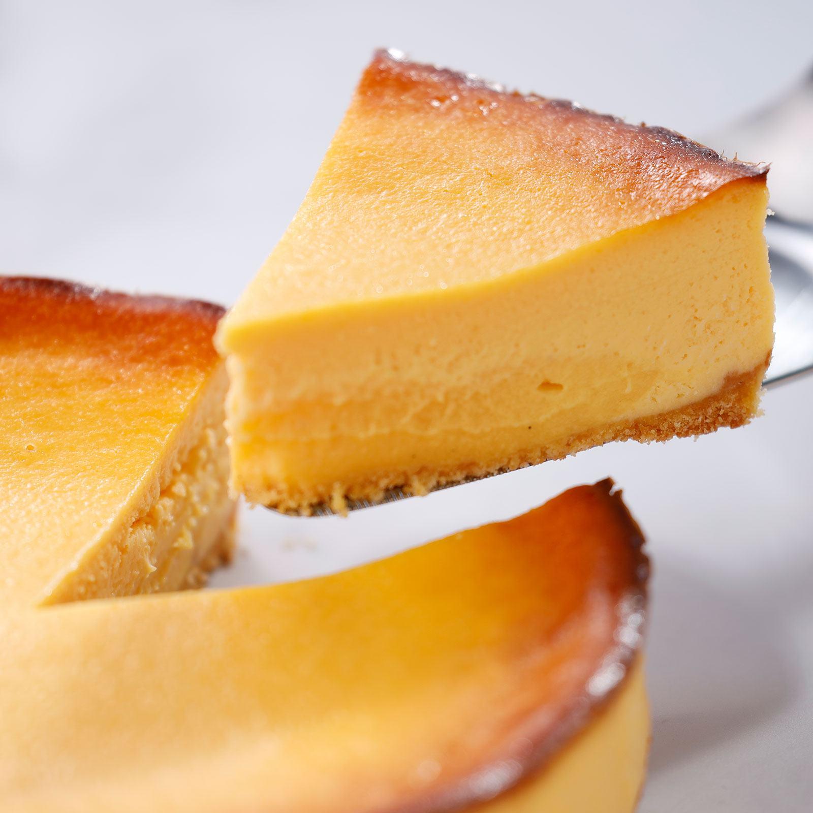 天美卵たっぷりの濃厚カスタードクリームが中からトロっととろけ出す特製チーズケーキ