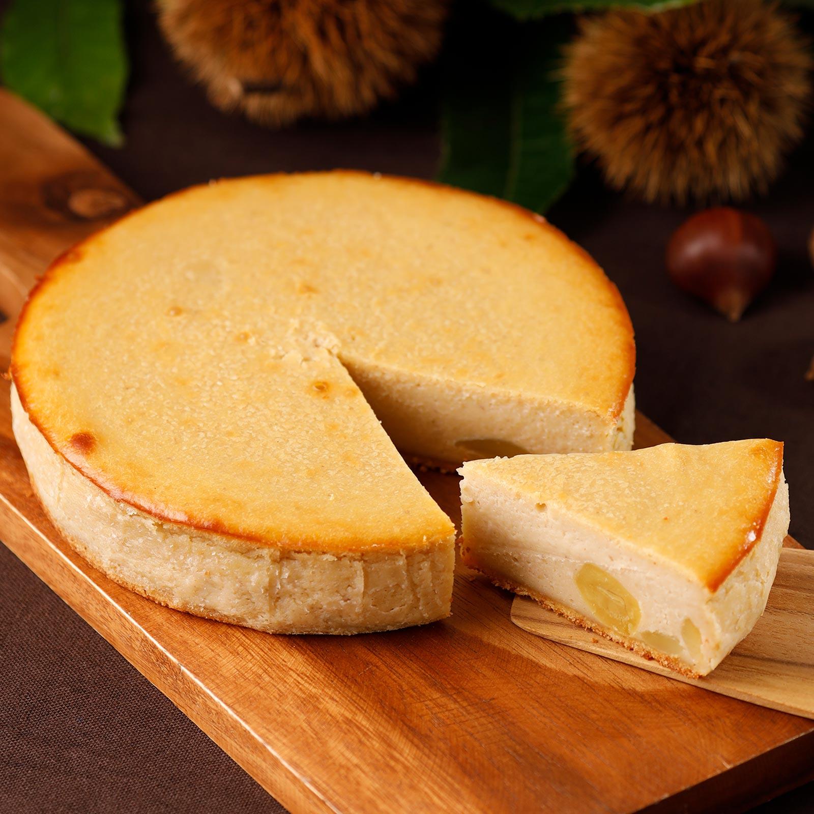和栗をたっぷりと敷き詰めた、秋だけの濃厚なチーズケーキ
