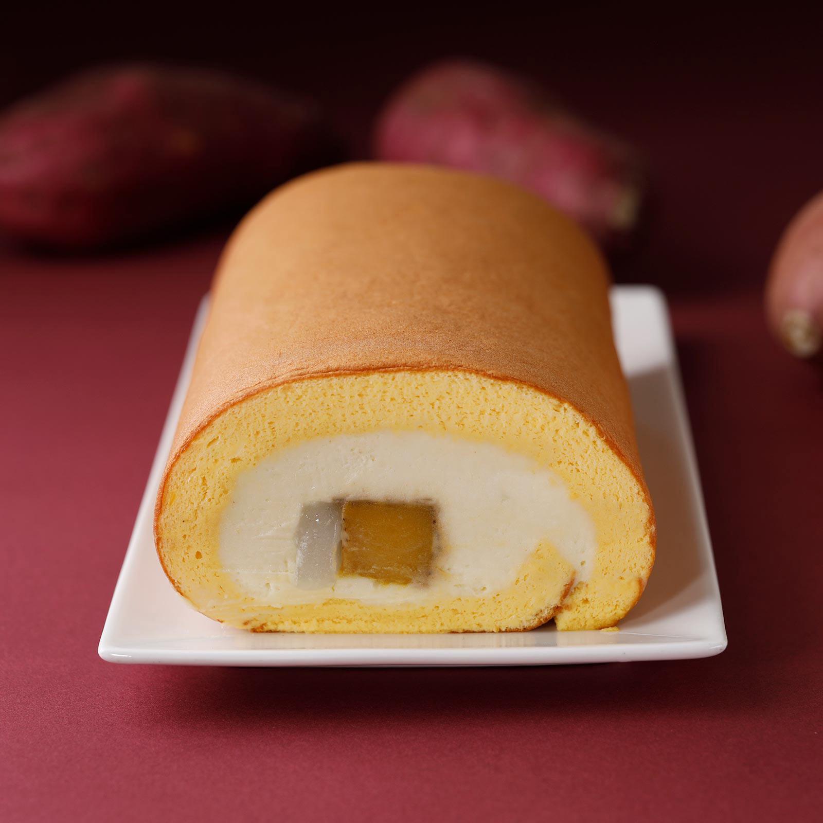 安納芋の芋ようかんと求肥、紅はるかの味わい広がる芋クリームをしっとりスポンジで巻き込んだお芋のロールケーキ