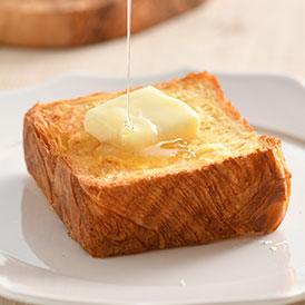 天美卵と発酵バターが贅沢に香る人気のデニッシュ食パン
