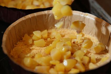 【和栗フロマージュ】国産栗の甘露煮をたっぷりと敷き詰めます